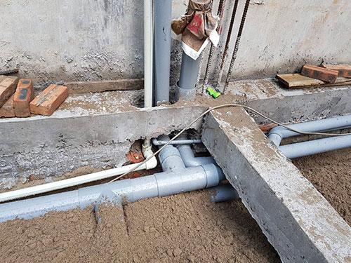 Thợ sửa chữa đường ống thoát nước